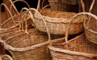 Плетеная из веток корзина